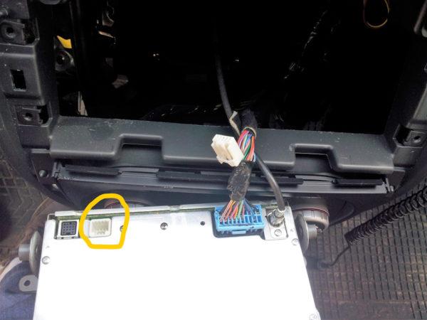 Разьмем для подключения кабеля аукс в Suzuki SX4